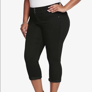 Torrid Black Cropped Ankle Denim